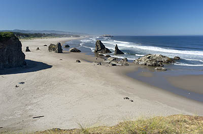 OR: South Coast Region, Coos County, Bandon Area, South Beaches, Face Rock State Wayside, Sheer rock cliffs with a wide sandy beach below, spotted with large hoodoos [Ask for #274.355.]