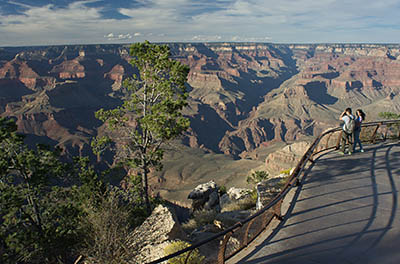 AZ: Northern Arizona Region, Coconino County, Grand Canyon Area, Grand Canyon National Park, South Rim, Mather Point, Paved footpath, overlook along the canyon rim [Ask for #275.052.]
